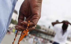epa04881176 A pilgrim holds rosary beads during the annual pilgrimage to Fatima Sanctuary, Fatima, Portugal, 12 August 2015. Every year thousands of pilgrims head to Fatima Sanctuary to pray and pay their promises.  EPA/PAULO CUNHA