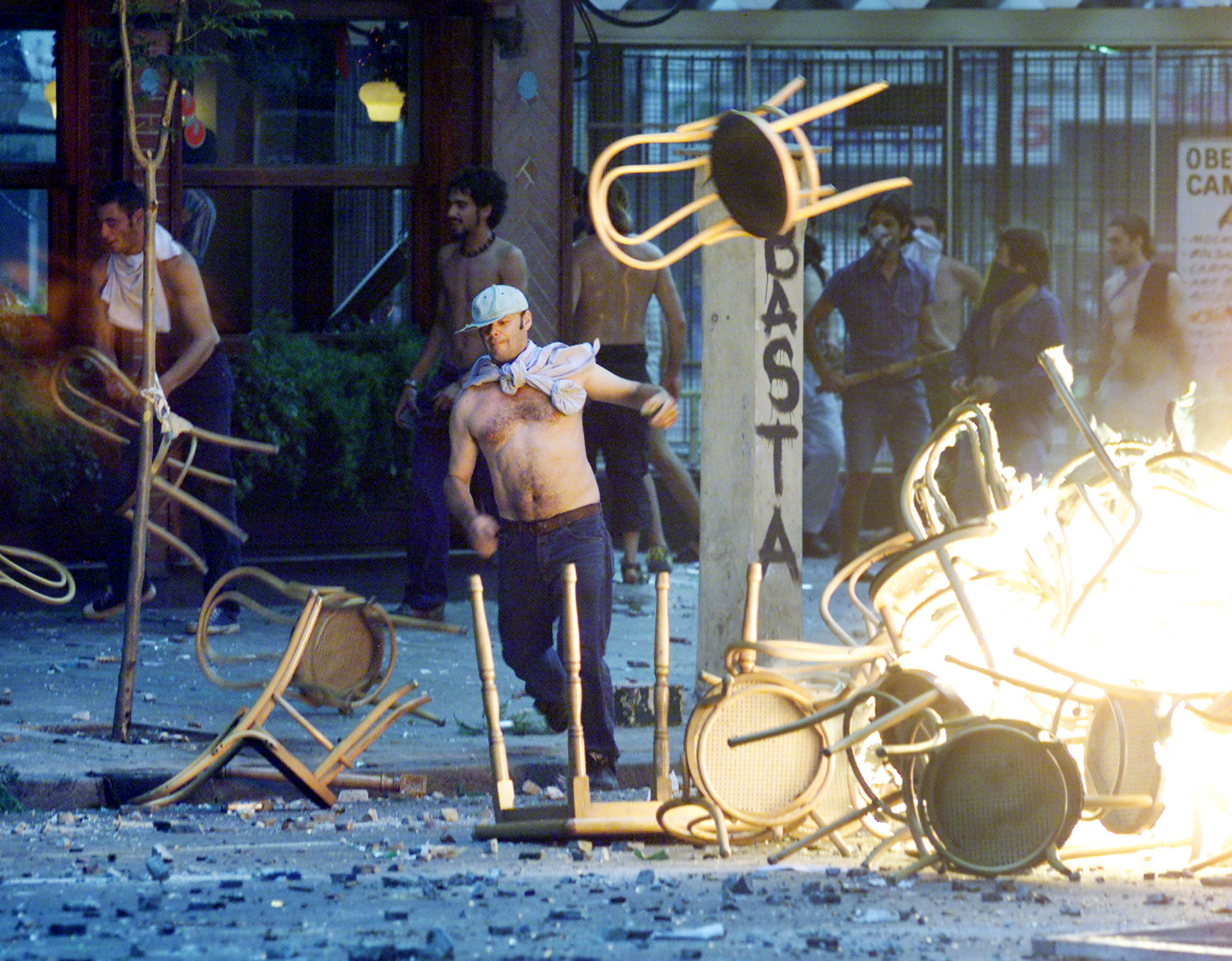 Rioters create a bonfire to use as a barricade during clashes in the city's financial district in Buenos Aires on December 20, 2001. [Argentine President Fernando de la Rua stepped down after thousands of protesters gathered at the Plaza de Mayo square, demanding his resignation.] At least five people died and dozens were seriously injured in the clashes. - RTXKY0J