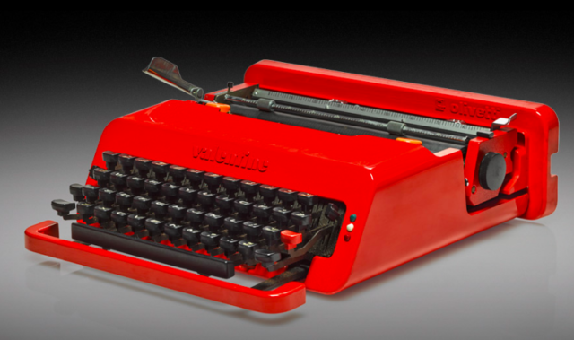 Portable Schreibmaschine «Valentine», 1969. Der Ausgangspunkt von Bowies Liebe zu Ettore Sottsass Design. «I typed up many of my lyrics on that», erzählte er. Schätzpreis 300 - 500 £.