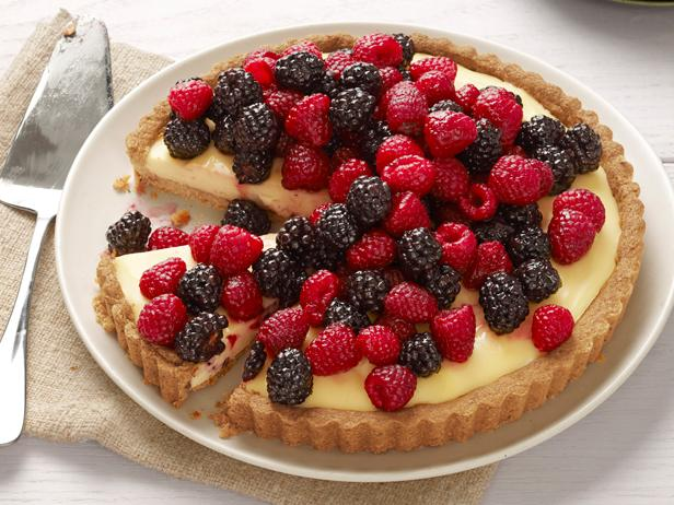 FNM_090112-Cheesecake-Tart-With-Berries-Recipe_s4x3.jpg.rend.sni18col