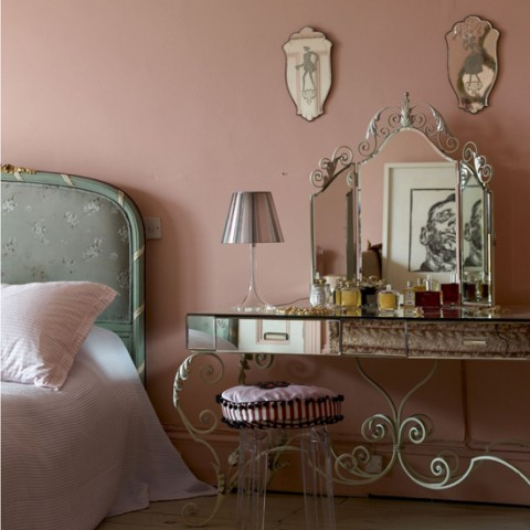 Pink French style boudoir bedroom antique mirrored dressing table real home L etc 04/2008 not used