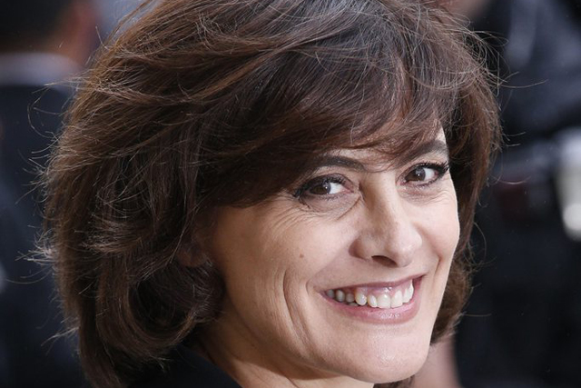 epa04655709 French model Ines de la Fressange arrives at the Grand Palais to attend the presentation of the Fall/Winter 2015/16 Ready to Wear collection by German designer Karl Lagerfeld for Chanel during the Paris Fashion Week, in Paris, France, 10 March 2015. The presentation of the Women's collections runs from 03 to 11 March. EPA/YOAN VALAT