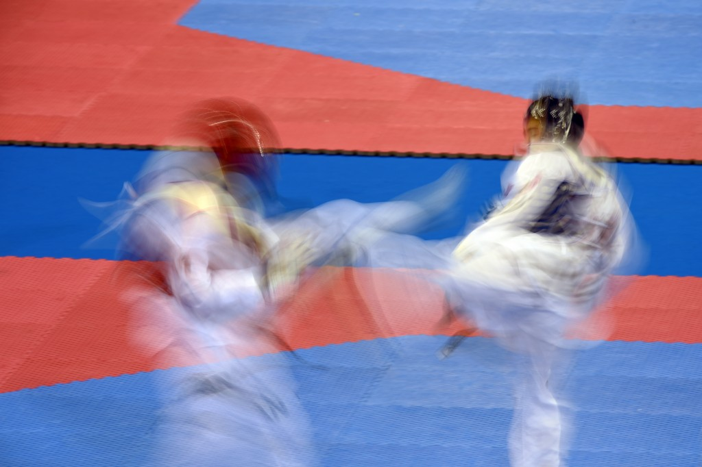 Marc-Andre Bergeron (RED) of Canada fights with Misael Lopez (BLUE) of Mexico during the Taekwondo men's +80kg bronze at the 2015 Pan American Games, in Missassagua, Canada July 22, 2015. AFP PHOTO/HECTOR RETAMAL