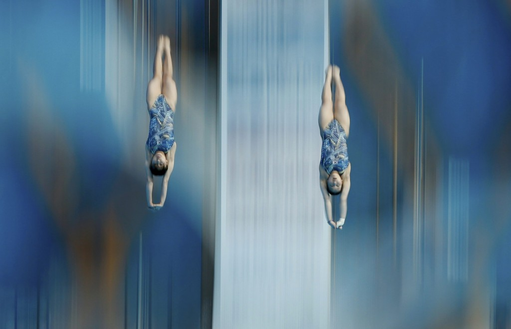 South Korea's Kim Suji and Ko Eunji dive in the women's synchronised 10 metre platform preliminary at the Aquatics World Championships in Kazan, Russia July 27, 2015.      REUTERS/Stefan Wermuth