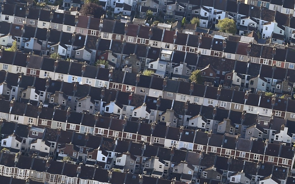 Terraces of houses are seen from the air during the Bristol International Balloon Fiesta in Bristol in south west England August 7, 2015. The largest hot air balloon festival in Europe takes place over four days and is in it's 37th year. REUTERS/Toby Melville  - RTX1NFZI