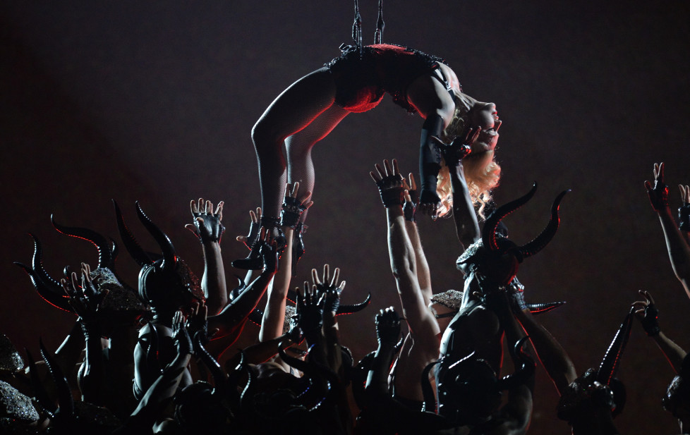 Madonna performs on stage at the 57th Annual Grammy Awards in Los Angeles February 8, 2015. AFP PHOTO/ROBYN BECK / AFP / ROBYN BECK