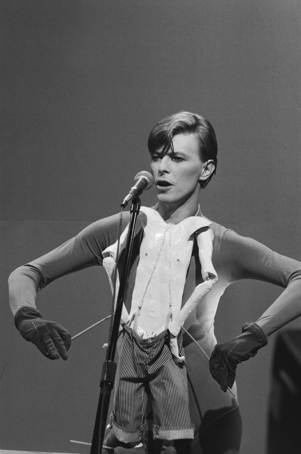 SATURDAY NIGHT LIVE -- Epiosde 7 -- Air Date 12/15/1979 -- Pictured: Musical guest David Bowie performs on December 15, 1979 -- Photo by: Alan Singer/NBCU Photo Bank
