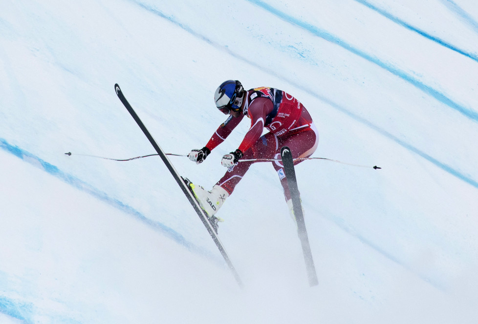 Aksel Lund Svindal of Norway crashes as he competes during the men's downhill of FIS Ski World cup in Kitzbuehel,Austria on January 23, 2016. / AFP / JOE KLAMAR