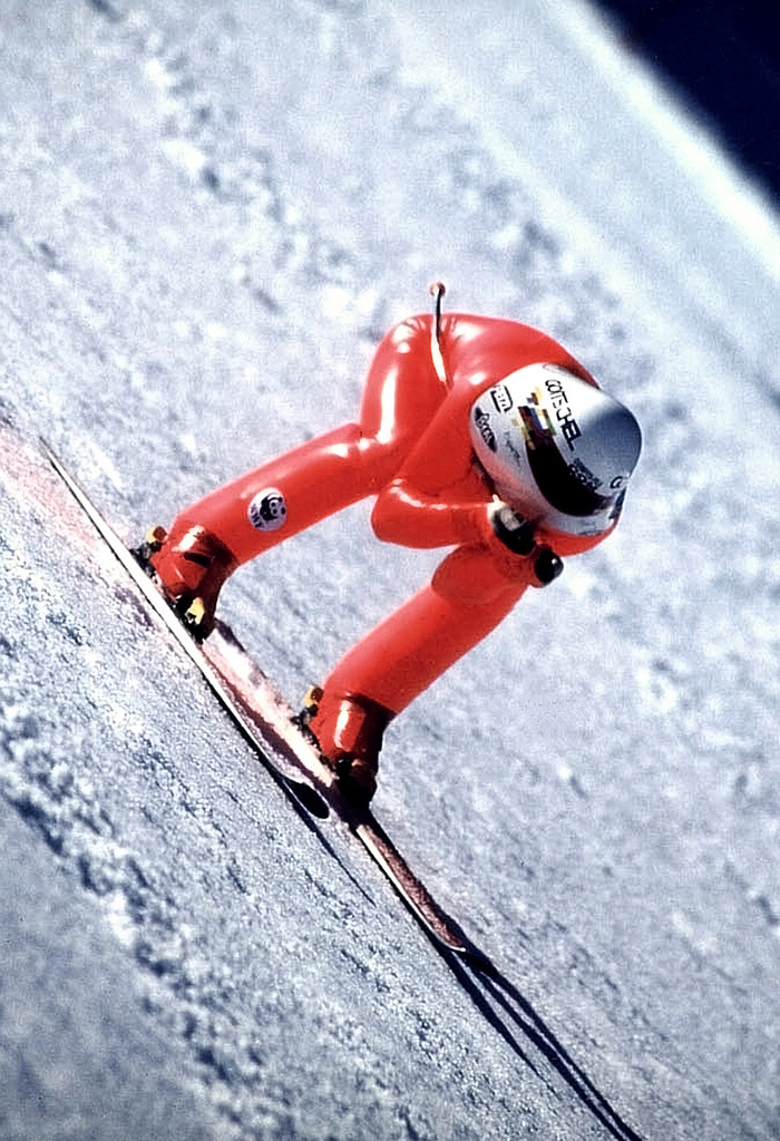 Frenchman Philippe Goitschel hurtles down the slopes of Les Arcs in the French Alps, Tuesday April 23, 2002, at 250.7 kph on his way to break the world skiing speed record. The previous record was held by Harry Egger of Austria at 248.105 kph, in May 1999. (KEYSTONE/AP Photo/Pierre Pezet) ** NOT FOR COMMERCIAL USE **