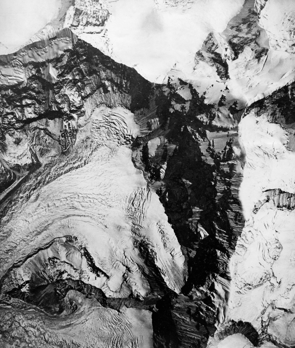 (GERMANY OUT) The Houston Mount Everest Flight: The head of a glacier immediately under Everest Massif - April 1933- Photographer: BonnettVintage property of ullstein bild (Photo by ullstein bild/ullstein bild via Getty Images)