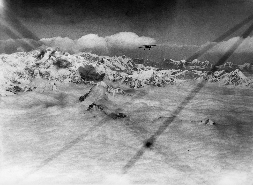 (GERMANY OUT) The Houston Mount Everest Flight: A flight over Kanachenjunga, Approaching Kanachenjunga (the peak on left) from the South - April 1933- Photographer: BonnettVintage property of ullstein bild (Photo by ullstein bild/ullstein bild via Getty Images)