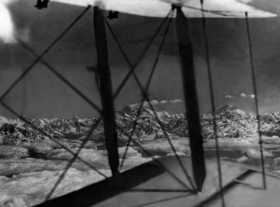 (GERMANY OUT) The Houston Mount Everest Flight: Mount Everest and Makalu seen from the South West showing big piece of range leading towards Dhaulagiri, taken through the wings of the machine - April 1933- Photographer: Bonnett- Published by: 'Koralle' 07/1933Vintage property of ullstein bild (Photo by ullstein bild/ullstein bild via Getty Images)