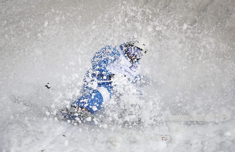 epaselect epa05196682 Alexandr Smyshlyaev of Russia in action during the Freestyle Skiing World Cup Men's Dual Moguls Finals in Moscow, Russia, 05 March 2016. EPA/SERGEI ILNITSKY
