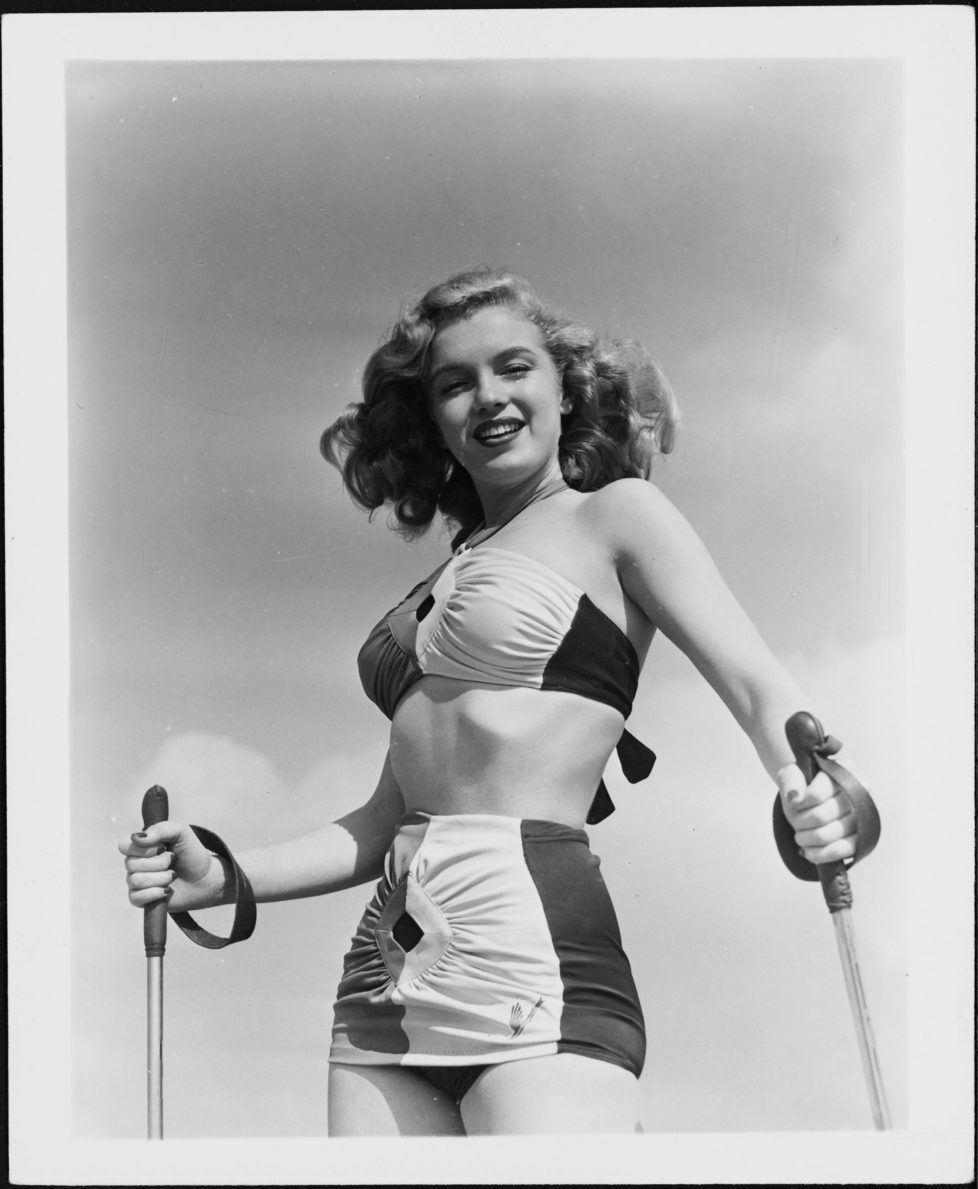 Norma Jeane Baker, future film star Marilyn Monroe (1926 - 1962), tries her hand at sand skiing, circa 1943. (Photo by Silver Screen Collection/Hulton Archive/Getty Images)