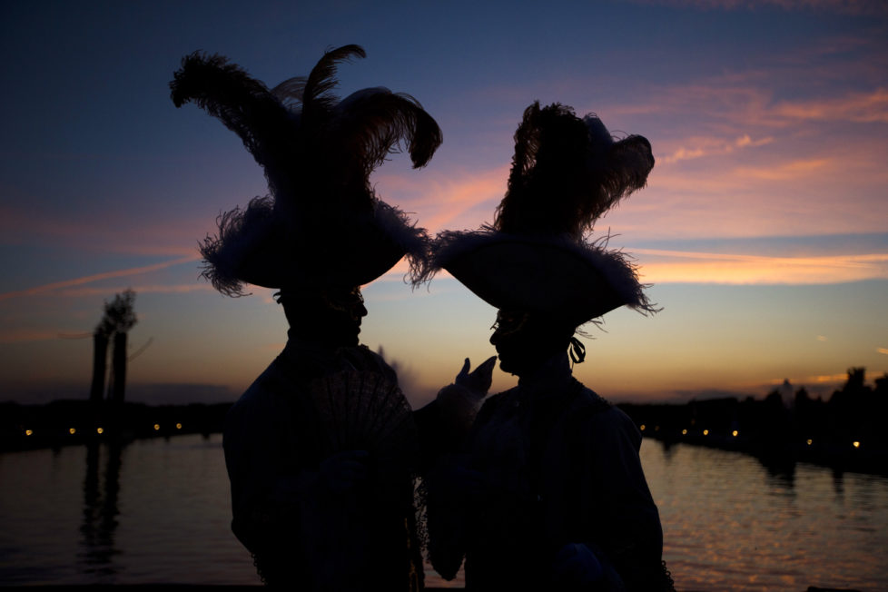 Guests take part in the Chateau de Versailles' grand masked ball, on June 14, 2013 in Versailles. This event created by French choreographer Kamel Ouali, accompanied by 50 artists, aims at recreating the atmosphere of the royal festivities that once lit up the Palace and its Gardens. AFP PHOTO / JOEL SAGET / AFP PHOTO / JOEL SAGET